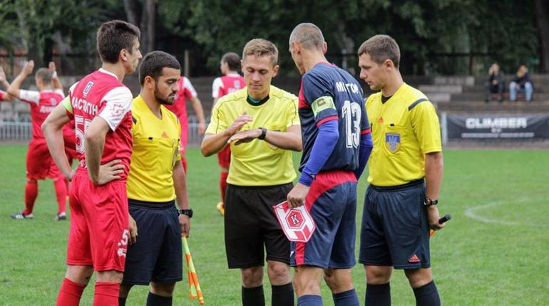 На рахунку молодого золотоніського рефері обслужено понад 200 футбольних матчів